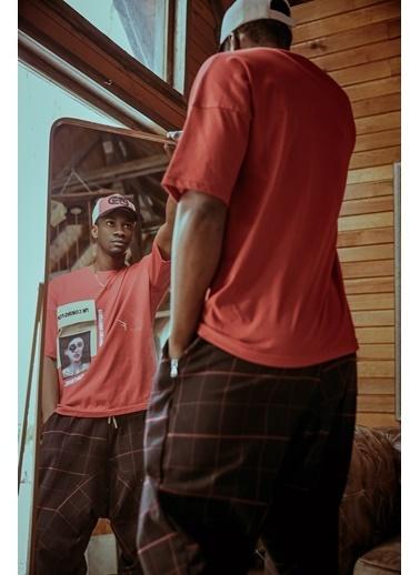 XHAN Kırmızı Naskışlı Oversize T-Shirt 1Kxe1-44599-04 Kırmızı